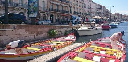 Yves et Pierre mettent les barques en état avant la sortie Voix vives